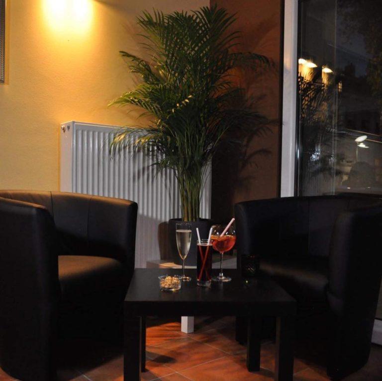 cafe dama 768x767